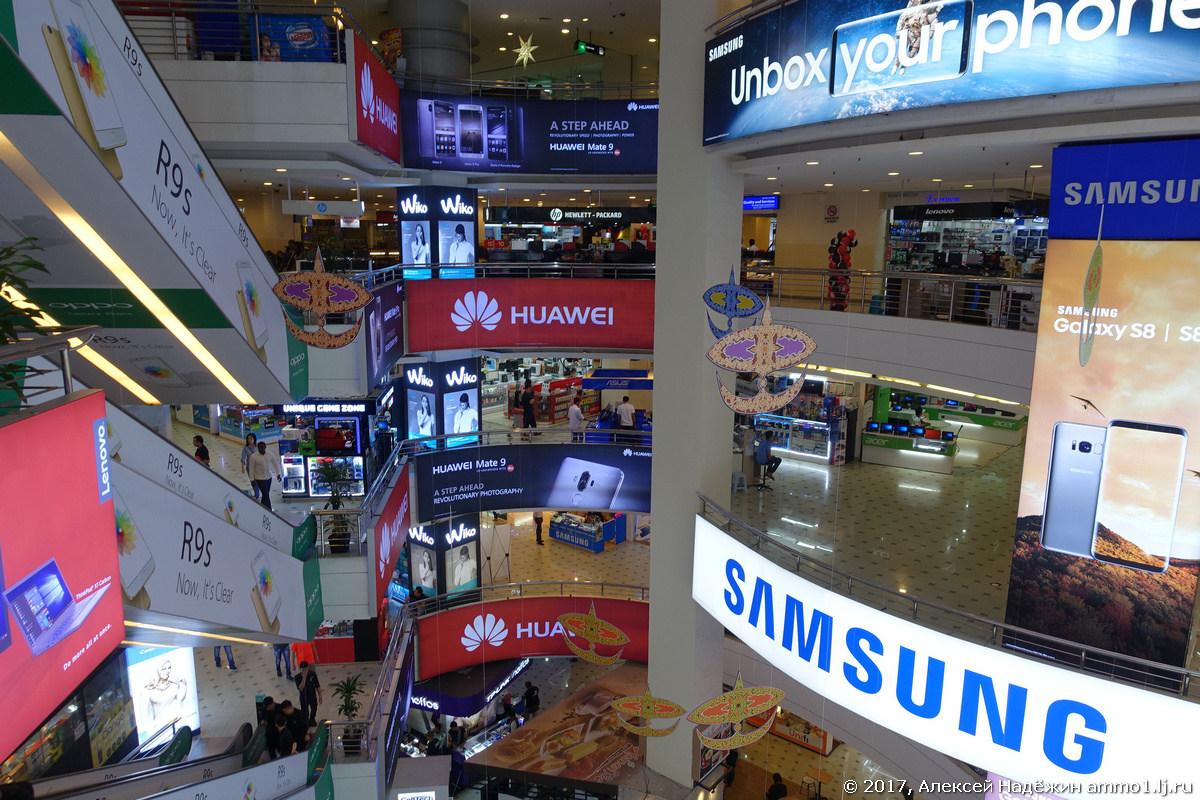 Молл электроники Low Yat Plaza в Куала-Лумпуре